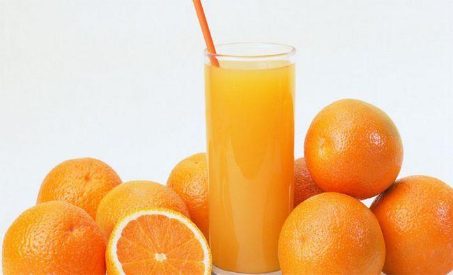 Zumo de naranja y cáscara